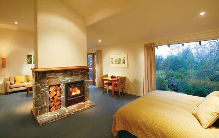 30 Modern Bedroom Ideas Displaying A Clever Layout | http://www.designrulz.com/design/2015/01/30-modern-bedroom-ideas-displaying-clever-layout/
