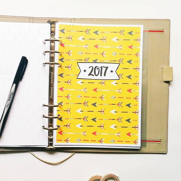 Another design of my 2017 cover page. Cannot choose between arrows and feathers so I did both :D.  #planneraddict #bulletjournal #bulletjournaling #bulletjournalcommunity #bulletjournaljunkies #bujo #bujocommunity #bujojunkies #wearebujo #filofaxpersonal #filofax #filofaxing #filofaxlove #filofaxaddict