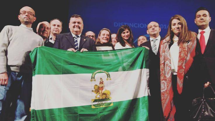 Orgullosos de recibir la #bandera de #Andalucía @toroalbala el equipo está muy orgulloso y #feliz  Mil #gracias by toroalbala