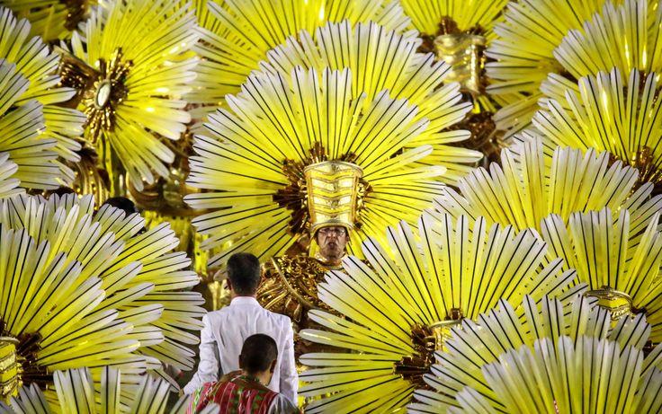 O amarelo também coloriu o desfile da Mangueira
