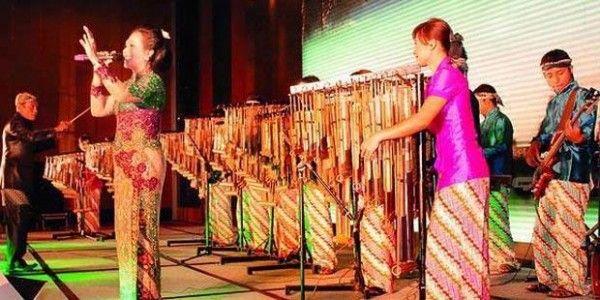 Angklung betot perhatian di Festival Budaya Dunia