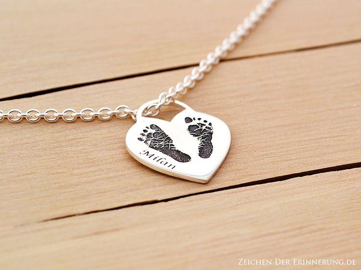 Hand und Fußabdruck Mutterschmuck Halskette von Zeichen der Erinnerung auf DaWanda.com