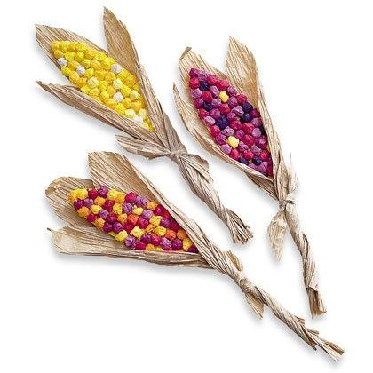 Hűvösebb délutánokon készítsünk a gyerekekkel színes galacsinokból őszi hangulatú kukoricadíszt.