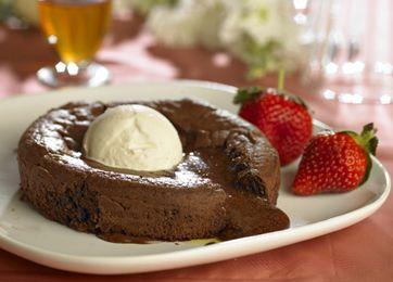 Blødende chokoladekage med en kugle vaniljeis… Kan det blive meget bedre?