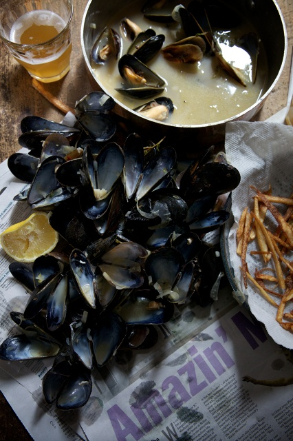 Mussels, fries and beer.Food Style, Beer, Yummy Recipe, Mussels, Farmers Marketing, Eating, Beautiful Food, Nicole Franzen, Moules Frites