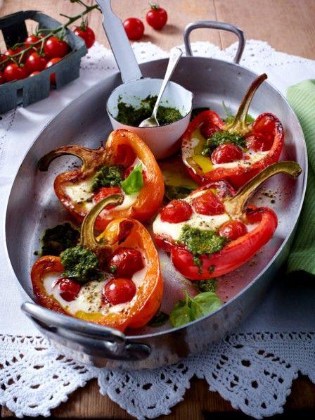 Tomate Mozzarella - klassisch als Salat Caprese oder modern als Zucchini-Brot-Auflauf. Wir holen uns das italienische Flair auf den Teller. ALLE 21 Rezeptideen >>>