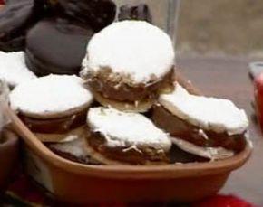 Alfajores de algarroba con dulce de leche - Cocineros argentinos