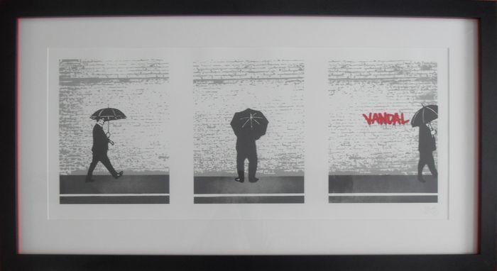 """Nick Walker - vandaal drieluik  Een absoluut klassieke originele scherm afdrukken Triptiek van de iconische Britse straat kunstenaar """"Nick Walker"""". Nodig hebben weinig introductie dit stuk heet vandaal drieluik.Deze 7 inch kleurenscherm afdrukken met vernis was gemaakt door de kunstenaar 10 jaar geleden in 2007. Met drie beeld van dit drieluik maatregelen 44 cm x 100 cm en is op Somerset satijn wit papier. Het is professioneel aangepaste ingelijst naar een zeer hoge standaard met behulp van…"""