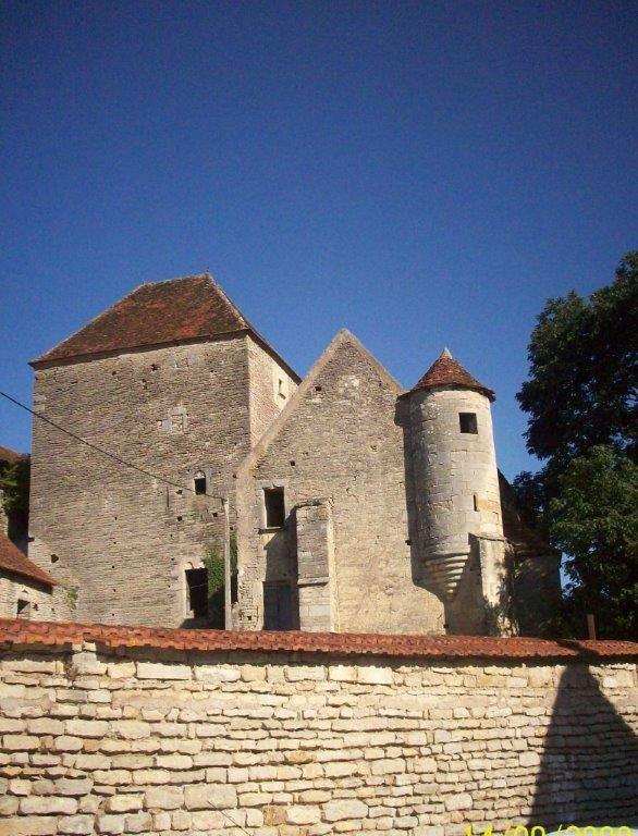 Maison forte de Courcelles lès Montbard