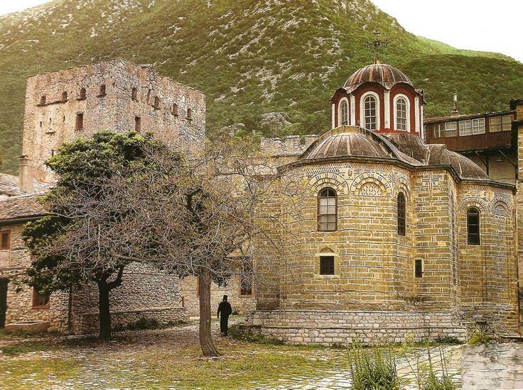 Ο ναός της Κουκουζέλισσας και ο πύργος ο λεγόμενος «του Τσιμισκή» (Μεγίστη Λαύρα, Άγιο Όρος) - The chapel of Panaghia Koukouzelissa and the so-called tower ''of Tsimisces'' (Great Lavra, Mount Athos)