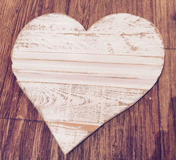 Wooden Pallet Heart by AnniesFarmhouseCraft on Etsy #dorsetteam