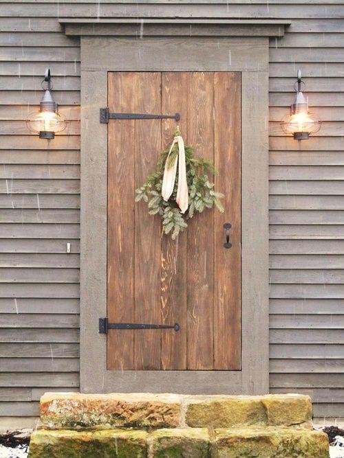 door: The Doors, Idea, Rustic Doors, Christmas, Front Doors, Barns Doors, House, Side Doors, Holidays Wreaths