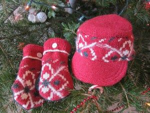 sweater to hat and mittens refashion tutorial