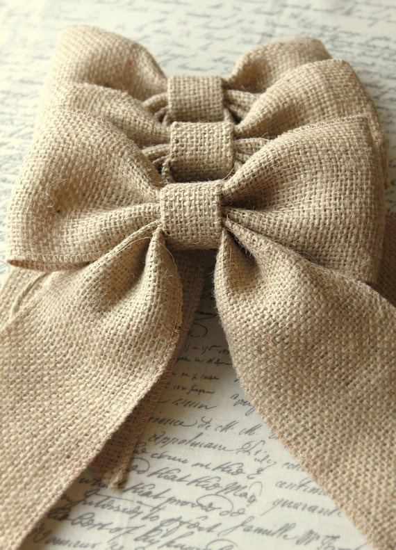 how to make a bow out of burlap ribbon