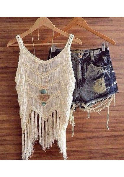 Add some chunky and cool accessories, and this outfit would output a perfect hippie masa outfit.