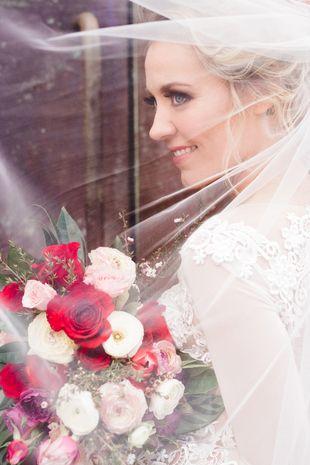 Wedding veil photo idea - glam wedding day bridal portrait {A Moment's Focus Photography}