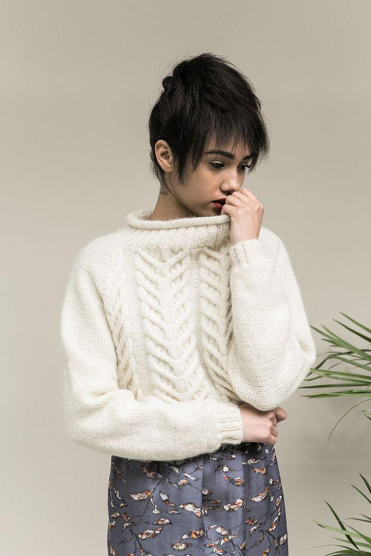 Пуловер с аранами в двух версиях от дизайнера Мартина Стори для осени - зимы 2016 года. Описание платное