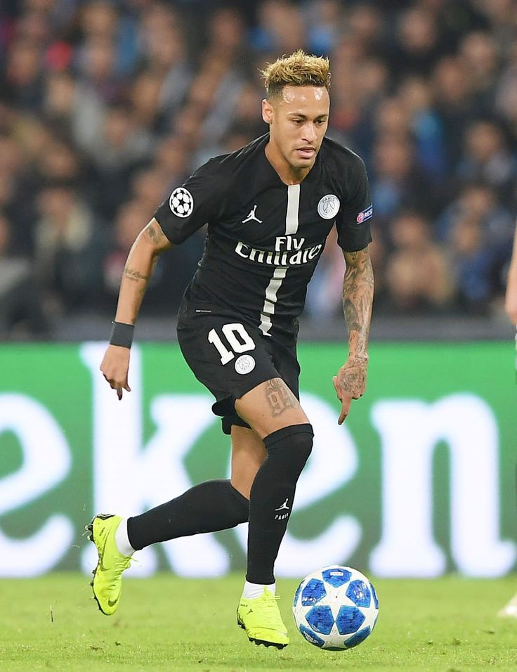 NAPLES, ITALY - NOVEMBER 06: Neymar of Paris Saint-Germain ...