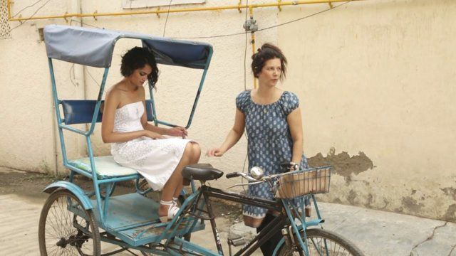 Documentary 2014, Julie Skarland ´s  voyage from Paris to New Delhi, between fashion, wearable art, photography, stop motion video, photography and embroidery