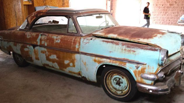 Glass Roof Delight 1954 Ford Crown Victoria Skyliner In 2020 Glass Roof Barn Finds 1954 Ford