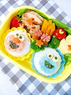 """""""Lunch of easy ☆Elmo and a Cookie monster"""" - japanese recipe/簡単☆エルモとクッキーモンスターのお弁当♪"""