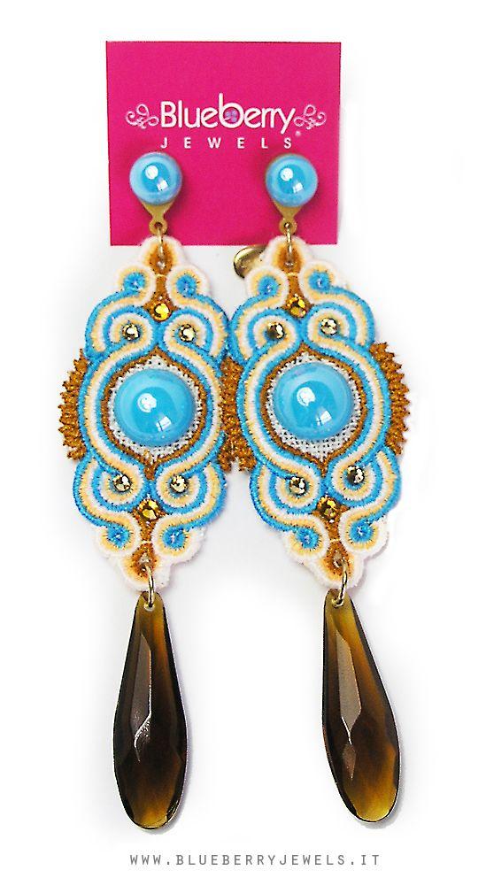I nostri orecchini on macramè con cristalli #Swarovski e lunghi pendenti in lucite <3 http://www.blueberryjewelstore.com