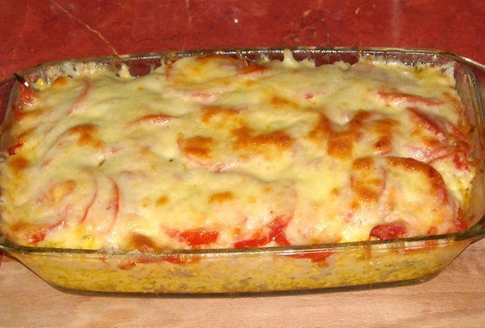 Nagyon laktató és könnyen elkészíthető! Aki megkóstolja, beleszeret! :) Hozzávalók: 1 karfiol 50 dkg darált sertéshús 2 evőkanál paradicsomszósz 3 gerezd fokhagyma 15 dkg kolbász 1 dl tejföl 10 dkg sajt (ízlés szerinti) 2 evőkanál...