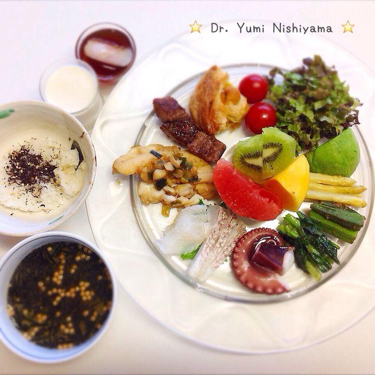 """Dr. Yumi Nishiyama's """"The Original Diet Plate"""" for beauty & health from japanese doctor‼️   2015.10.8「ドクターにしやま由美式ダイエットプレート」:女性医師が栄養バランスを考えた、美味しいプレートのご紹介。    大きめのプレートに、血糖値を急激に上げないように考えた食材を並べ、12時の位置から順番に食べるとても分かり易い方法です。   血糖値を上げないこの食べ方は、身体に優しく栄養補給ができるので健康を維持できます。オリジナルの⭐️西山酵素⭐️も最後に飲みます。   ⭐️美女のスイッチ⭐️⭐️時計周りに食べなさい⭐️の西山由美医師の本もAmazonで購入可。  http://www.momohime-medical.com  #ダイエットプレート #dietplate  #にしやま由美がセミナーも開催 #食べて痩せるプレート #名古屋の女医が考案した #子供の脳育を考えた食事  #血糖値が急上昇しない健康的食事 #時計まわりに食べて美と健康を獲得する…"""