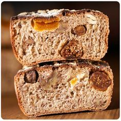 Quisimos comenzar horneando este pan integral de frutas y frutos secos que está para morirse ... !!!