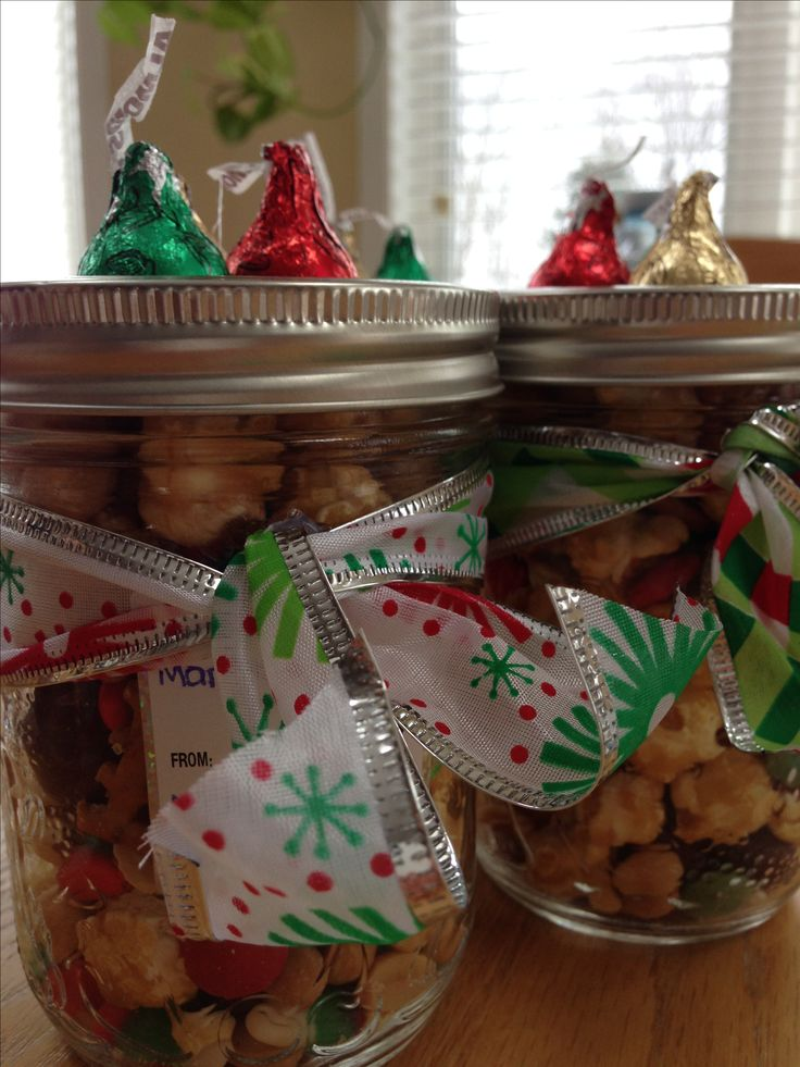Great idea for quick, homemade Christmas presents: Christmas Trail Mix