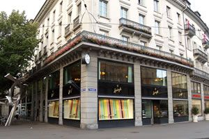 Sprüngli is THE place in Zurich to buy chocolate and the branch on Bahnhofstr./Paradeplatz is probably the nicest and busiest - with a huge shop and a restaurant on top it's all that a chocolate crazy mind can wish for
