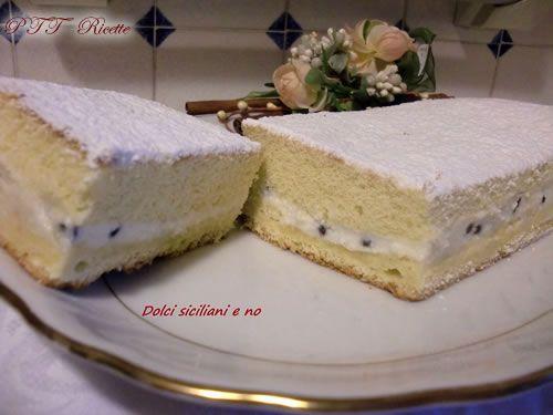 Rettangolo di pan di Spagna con ricotta | Ricetta
