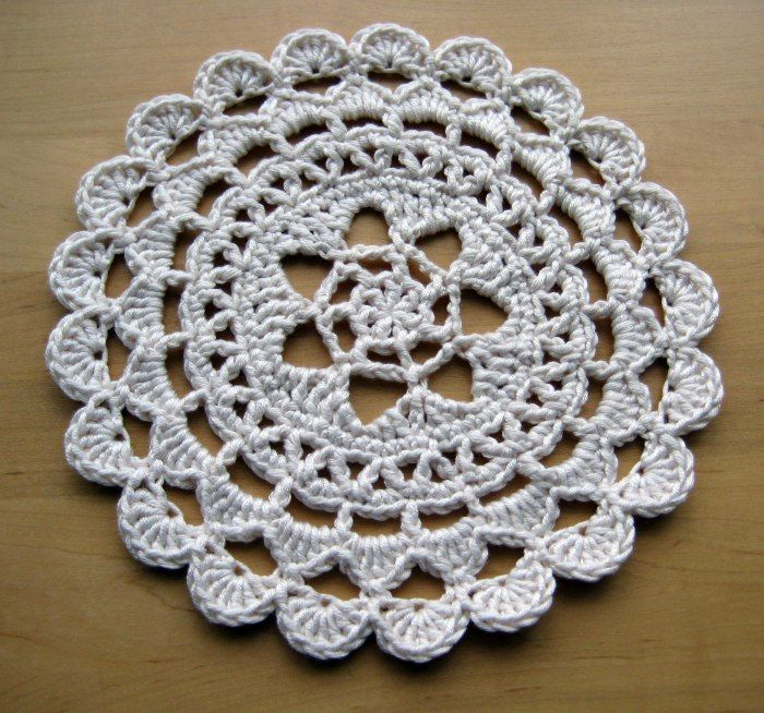 Pretty Passion Flower Doily - free crochet pattern - made a jam jar topper from this - poifick!