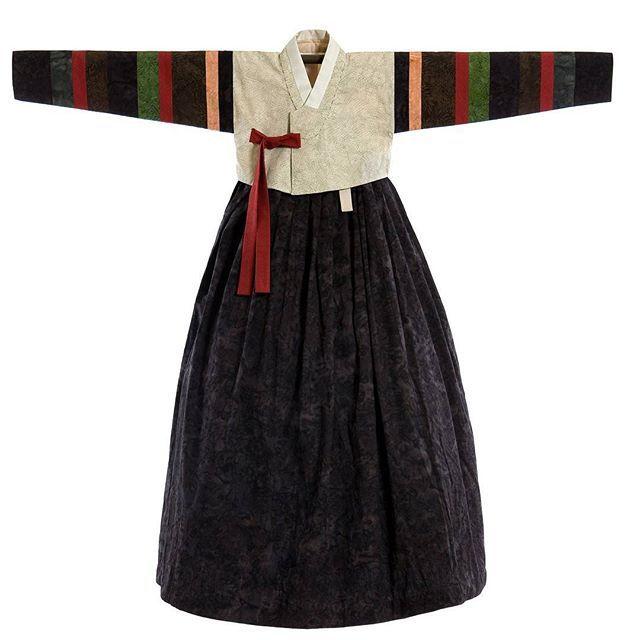 보경수강생님의 색동한복입니다. 작품명 Miss.kim 발리 천연염색 원단으로 지은 독특한문양과 색감의 하나뿐인 한복이예요. 지은이. 김보경 #풍경한복  #한복짓기
