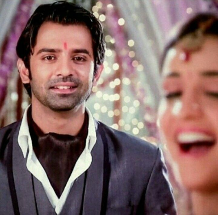 All a girl wants is a guy who looks at her how Arnav does to Khushi #ipkknd