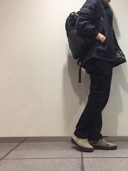 オーバーシルエットのMA-1にスッキリめのパンツ。デイパックを背負って休日スタイル☆