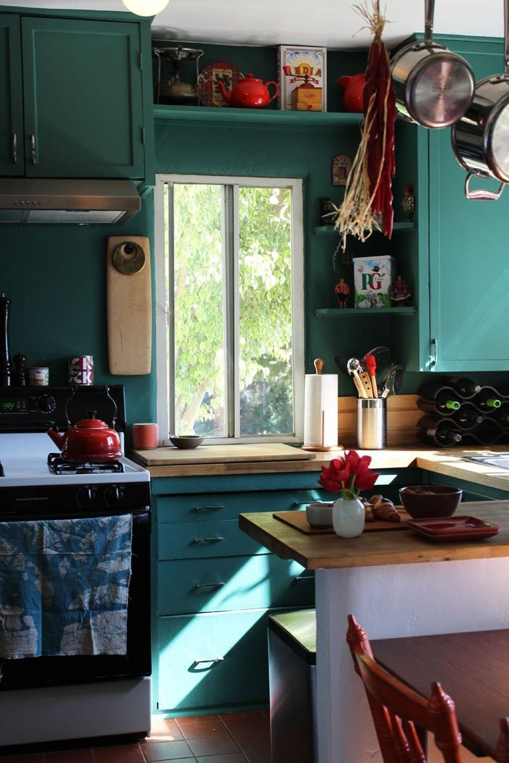LOVE this colour for cabinets, matched with the red details