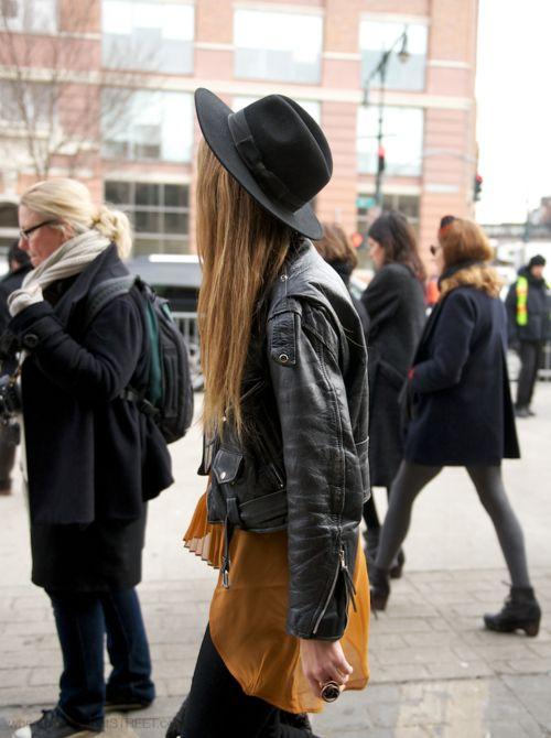 .Models Off Duty, Hats, Fashion Style, Street Style, Long Hair, Street Style Fashion, Leather Jackets, Wear, Black