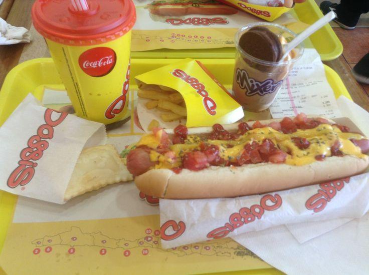 Mi completo en #Doggis con empanadas, papas fritas, helado de chocolate y manjar, más #CocaCola :D