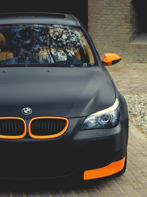 BMW mate negro naranja acento de color