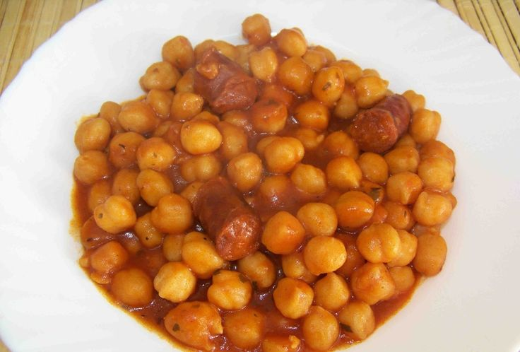 GARBANZOS CON TOMATES FUSSIONCOOK:  Cocer 300gr garbanzos solo cubiertos de agua, en Menu guiso 25 mn. Una vez despresurizada la olla, añadir 2 zanahorias peladas y cortada a trozos, 1 cebolla, 200gr chorizo picado o en trozos, 3/4 tomates maduros pelados y cortados a trozos (tipo pera o rama), aceite, sal. Menu guiso 5 mn y luego reducir caldo al gusto (deben quedar espesitos).
