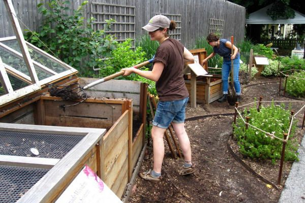 Cycle-riding coop fills dual needs: waste removal, composting - CSMonitor.com