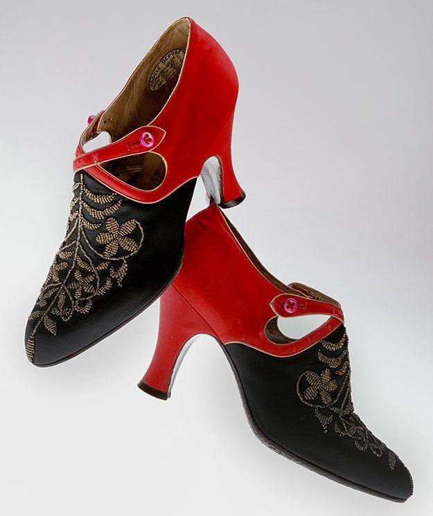 Туфли вечерние Андре Перуджа (Perugia). Шелковый атлас, бисер, пуговицы. Франция, 1920-е