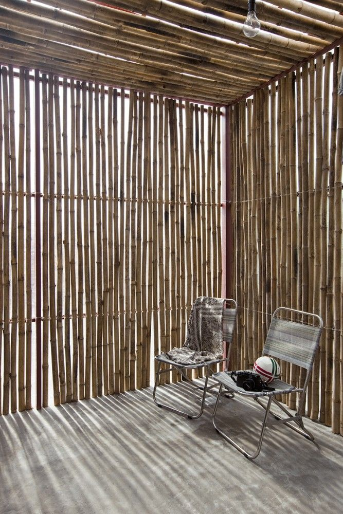 The best holiday house one can have...only that you need to hope that it won't rain. Low Cost House / Vo Trong Nghia Architects