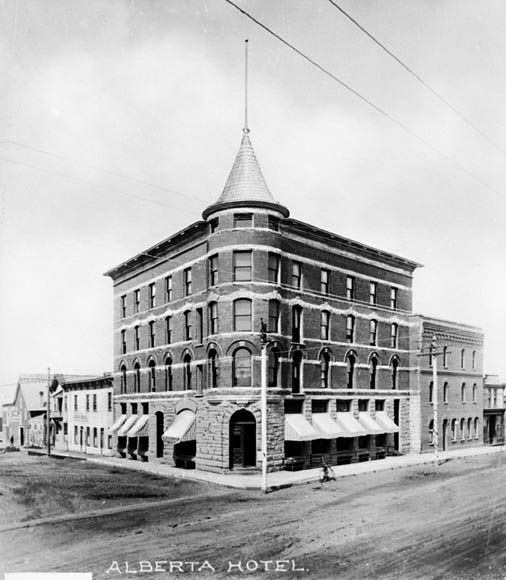 Hôtel Alberta, Edmonton entre 1900 et 1925 (BAC, Mikan 3334992, Credit: Albertype Company/Library and Archives Canada/PA-045729, Copyright: Expired)