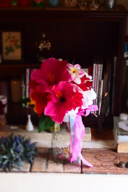 ハイビスカスとプルメリアのブーケ : 花*ふわわ