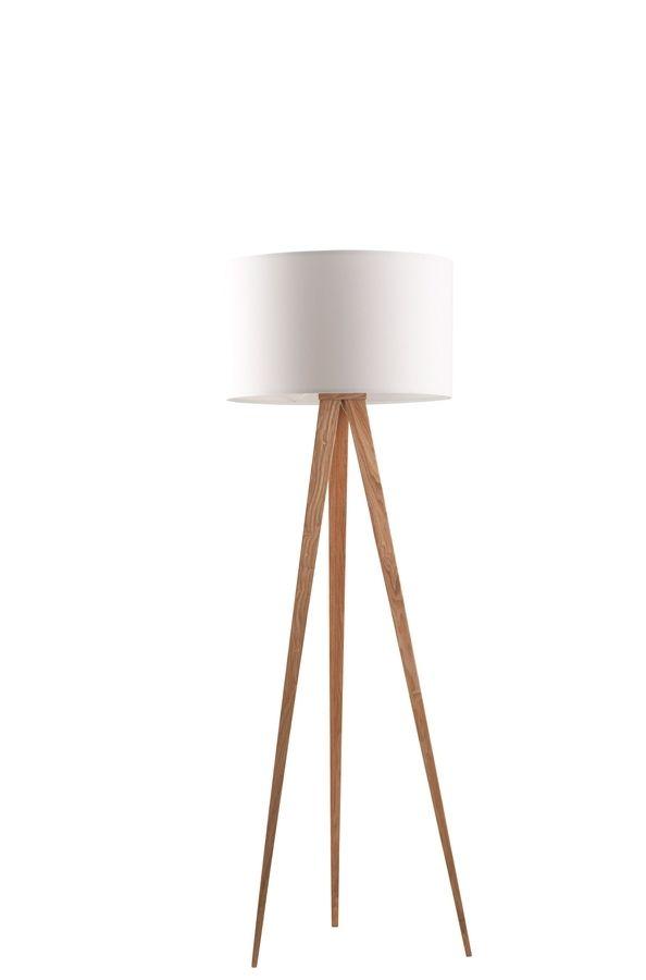 Een tijdloze schoonheid, dat is de Zuiver Tripod vloerlamp. Met haar stijlvolle stoffen kap en slanke houten benen past ze in elke kamer.