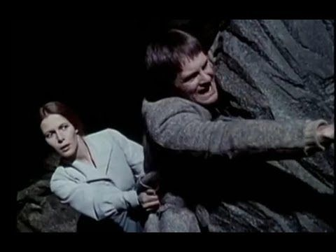 "L'Ile aux trente cercueils (1979) avec Claude Jade. ""Quatre femmes en croix..."""