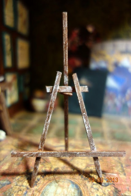 how to: easy easel. Miniature one, wood. Looks like the back piece isn't attached so the easel can be stored flat.