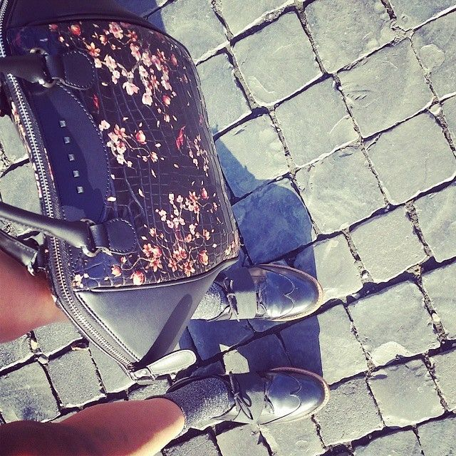 Loving sun with my #Persefone  http://bit.ly/PersefoneLargeLED #handbags #ledemotiondesign